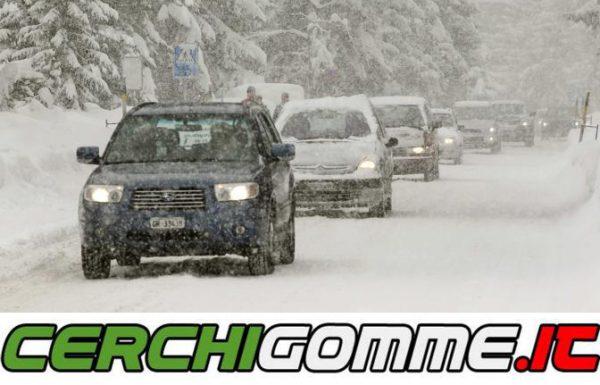 Come si guida in condizioni di ghiaccio o neve? Ecco alcune risposte