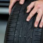 Montare pneumatici diversi sullo stesso asse è vietato